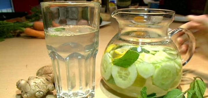 Detoxifying Flat Tummy Water Recipe (Schlank wasser)
